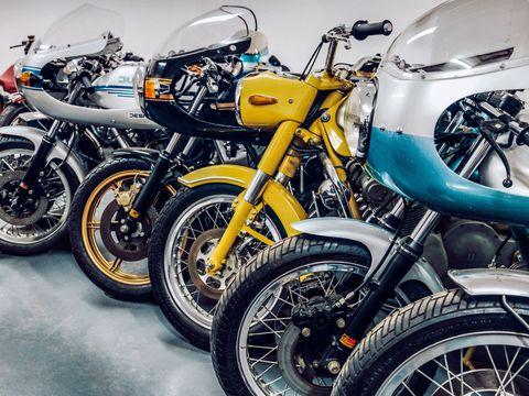 Motor vehicle, Motorcycle, Tire, Wheel, Mode of transport, Automotive tire, Transport, Fuel tank, Rim, Automotive design,