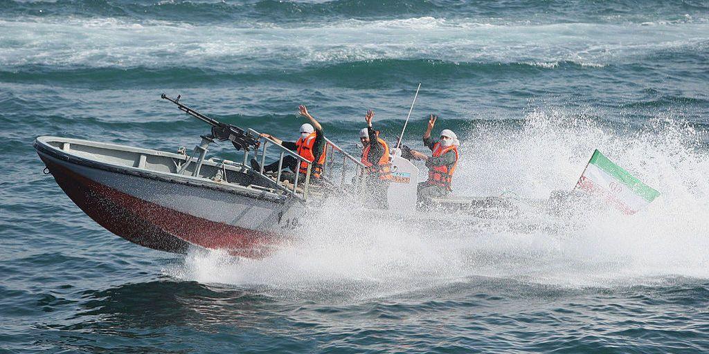 U S  Destroyer Fires Warning Shots at Iranian Patrol Boats