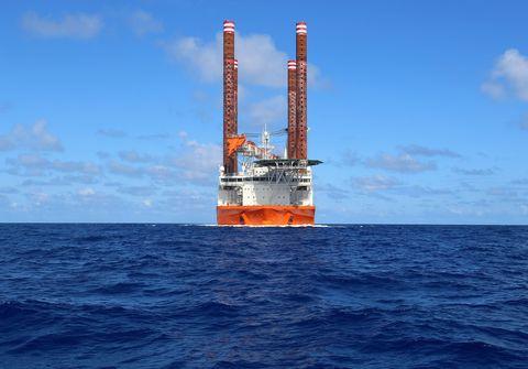Fluid, Liquid, Offshore drilling, Ocean, Oil rig, Drilling rig, Horizon, Sea, Jackup rig, Semi-submersible,