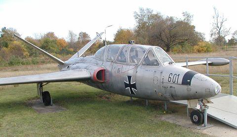 Airplane, Mode of transport, Aircraft, Automotive tire, Window, Plain, Aerospace engineering, Military aircraft, Jet aircraft, Windshield,