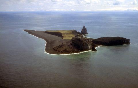 Body of water, Coastal and oceanic landforms, Water resources, Coast, Water, Landscape, Island, Horizon, Promontory, Headland,