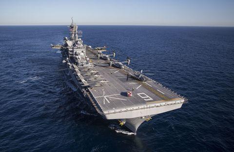 Water, Watercraft, Naval ship, Boat, Naval architecture, Warship, Horizon, Navy, Ocean, Aircraft carrier,