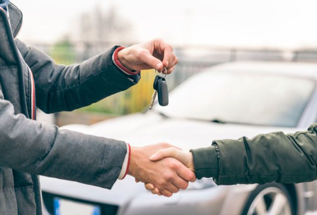How to buy a car with hands