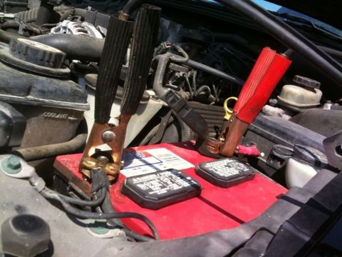 How to Jumpstart a Car Battery - How to Use Jumper Cables