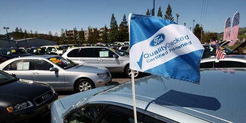 Motor vehicle, Land vehicle, Vehicle, Automotive parking light, Automotive exterior, Car, Full-size car, Mid-size car, Logo, Sedan,