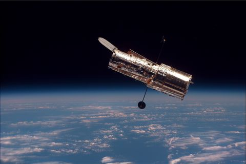 Satellite, Spacecraft, Aerospace engineering, Outer space, space shuttle, Vehicle, Space station, Space, Sky, Atmosphere,