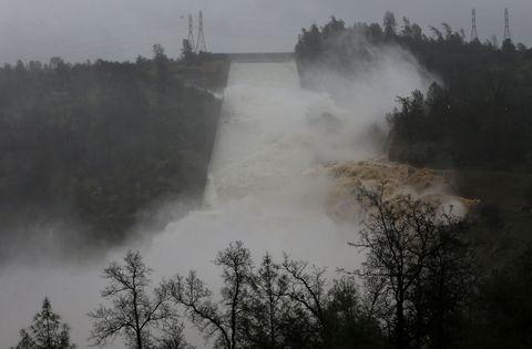 oroville-dam-spillway.jpg