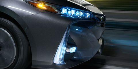Automotive design, Vehicle, Automotive lighting, Car, Fender, Automotive exterior, Personal luxury car, Light, Automotive tire, Luxury vehicle,