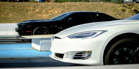 Tire, Motor vehicle, Wheel, Mode of transport, Automotive design, Vehicle, Land vehicle, Hood, Headlamp, Rim,