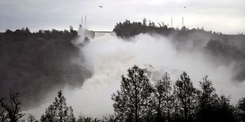oroville-dam-damage.jpg