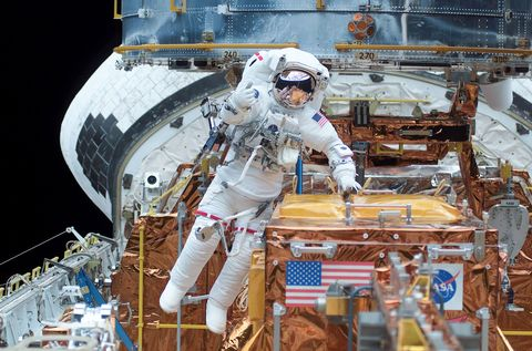A New Spaceship Could Fly Astronauts To Hubble Space Telescope For Repairs