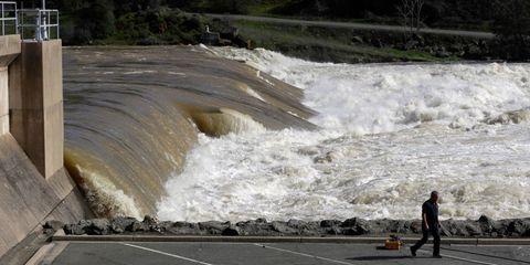 orovill-dam-damage.jpg