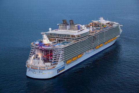 Cruise ship, Vehicle, Water transportation, Ship, Passenger ship, Ferry, Boat, Watercraft, Cruiseferry, Naval architecture,