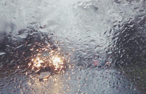 Liquid, Fluid, Atmospheric phenomenon, Drizzle, Moisture, Sunlight, Geological phenomenon, Drop, Precipitation, Automotive window part,