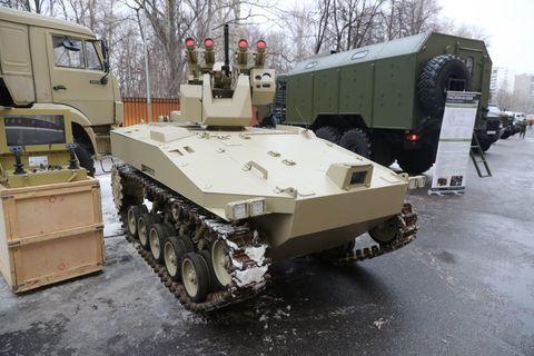 Mode of transport, Land vehicle, Vehicle, Combat vehicle, Military vehicle, Tank, Self-propelled artillery, Machine, Auto part, Snow,
