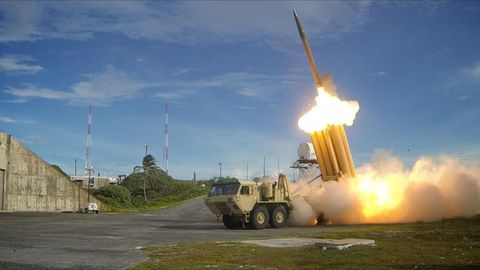 Missile, Vehicle, Rocket, Mode of transport, Self-propelled artillery, Military vehicle, Tank, Combat vehicle, Military,