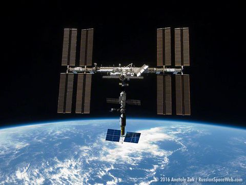 Space station, Satellite, Spacecraft, Outer space, Atmosphere, Space, Earth, Building, Vehicle,