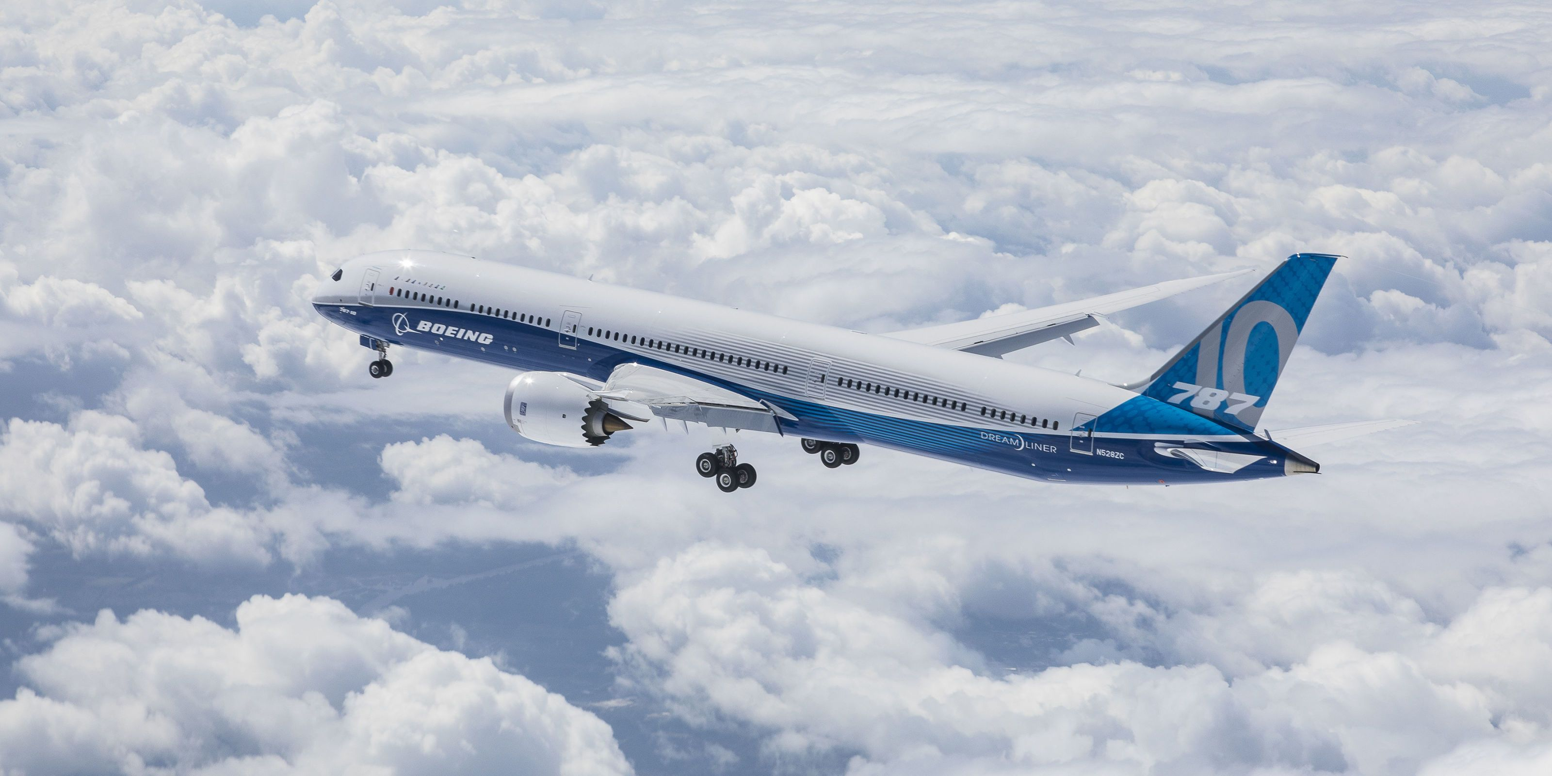 Boeing and Airbus Debut New Airliners With First Flights on the Same Day
