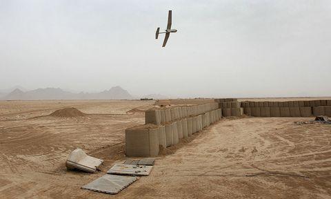 Airplane, Aircraft, Soil, Flight, Aviation, Sand, Beige, General aviation, Wing, Air travel,