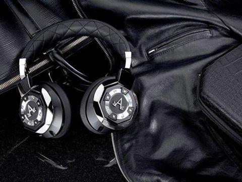 Headphones, Black, Audio equipment, Gadget, Technology, Electronic device, Headset, Still life photography, Pocket, Fashion accessory,