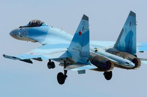 Russia Sends Its Most Advanced Fighters to U.S. Coast