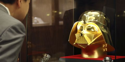 Personal protective equipment, Fictional character, Armour, Darth vader, Display case, Supervillain, Mask, Bronze, Knight, Brass,