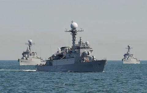 Vehicle, Naval ship, Warship, Navy, Destroyer, Ship, Boat, Guided missile destroyer, Battleship, Watercraft,