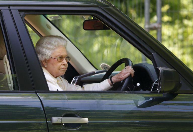 Resultado de imagem para queen elizabeth mechanic