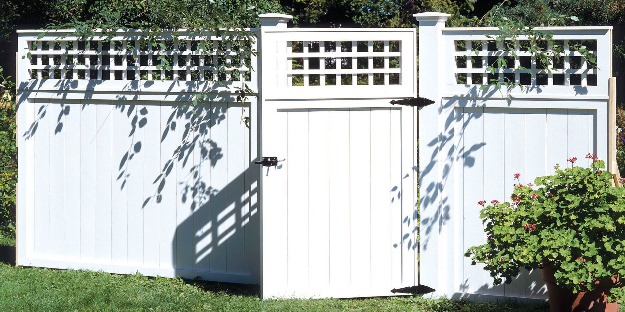Weu0027ll Show You How To Build A Fence, If You Just Want To Keep Out The  Neighboru0027s Dog, Or To Define Your Personal Landscape With A Touch Of  Architectural ...