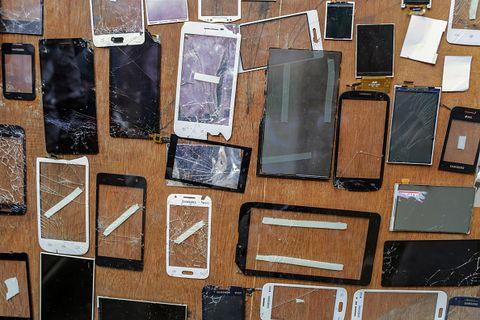broken iphone screens