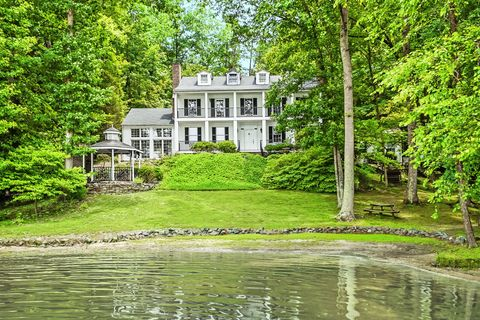 "<p>Hang out on a private beach at the ultimate family lake house, which includes four bedrooms, three bathrooms, seven fireplaces, and a two-story double garage.</p><p><em data-redactor-tag=""em"" data-verified=""redactor"">Agent: Jason Moore; <a href=""http://www.westandwoodall.com/"" target=""_blank"" data-tracking-id=""recirc-text-link"">westandwoodall.com</a></em></p><p><em data-redactor-tag=""em"" data-verified=""redactor"">Listing Price: $535,000</em></p>"