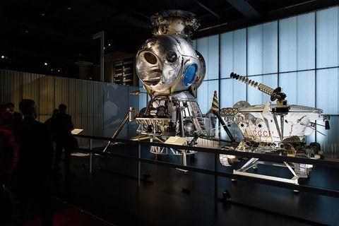 Museum, Tourist attraction, Skeleton, Machine, Theatrical property, Space, Skull, Aerospace engineering, C-3po, Robot,