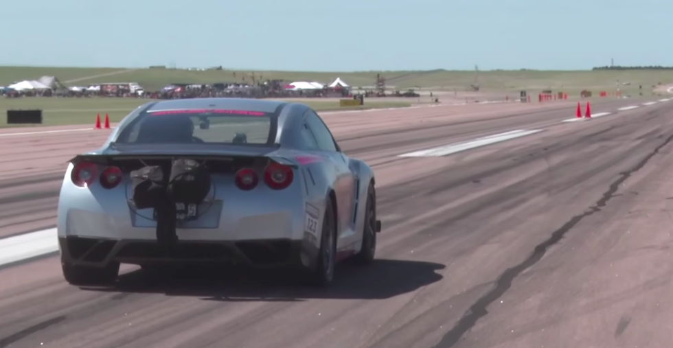 This 3,000-Horsepower Nissan GT-R Hit 255 MPH in a Half-Mile