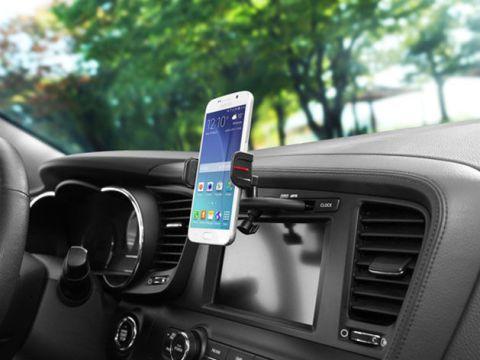 Motor vehicle, Windshield, Vehicle, Car, Steering wheel, Steering part, Vehicle audio, Glass, Electronics, Automotive mirror,