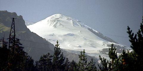 Mountainous landforms, Winter, Mountain range, Mountain, Slope, Hill, Hill station, Summit, Terrain, Glacial landform,