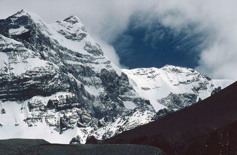 Mountainous landforms, Mountain range, Winter, Mountain, Highland, Slope, Summit, Terrain, Ridge, Glacial landform,
