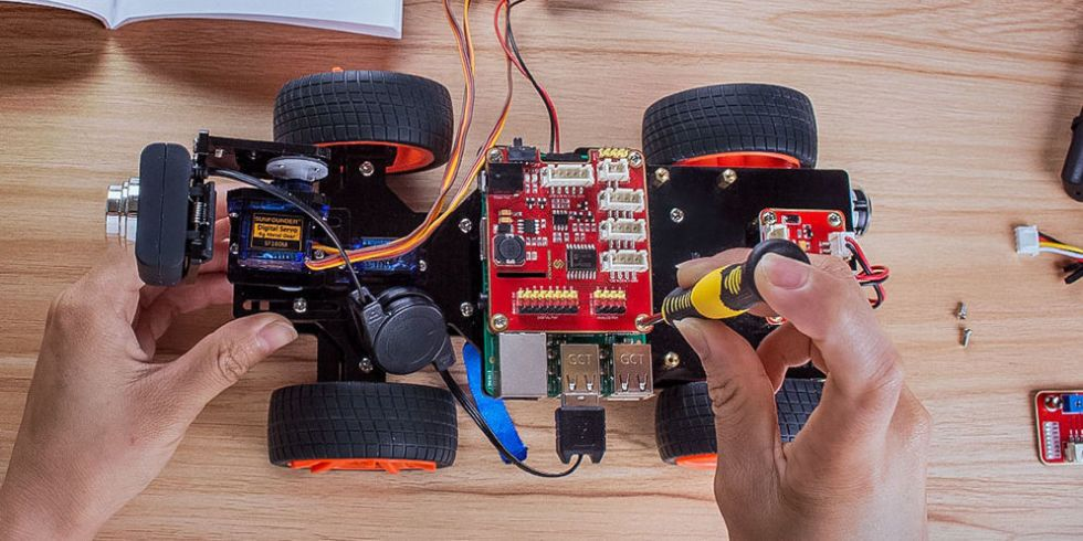 How to Build Robots While Learning How to Code