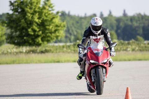 Land vehicle, Vehicle, Motorcycle, Motorcycle racer, Road racing, Motorcycling, Supermoto, Motorcycle racing, Motorsport, Racing,