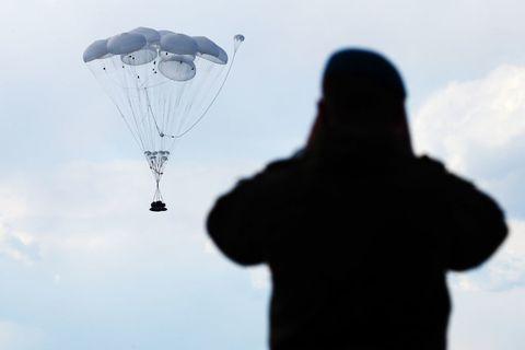Parachute, Sky, Parachuting, Paratrooper, Water, Cloud, Air sports, Extreme sport, Paragliding,