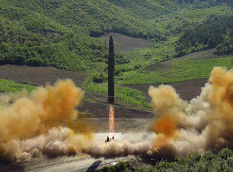 Smoke, Vehicle, Rocket, Pollution, Missile, Geological phenomenon, Landscape, Wildfire, Explosion,