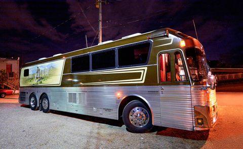 Willie Nelson tour bus