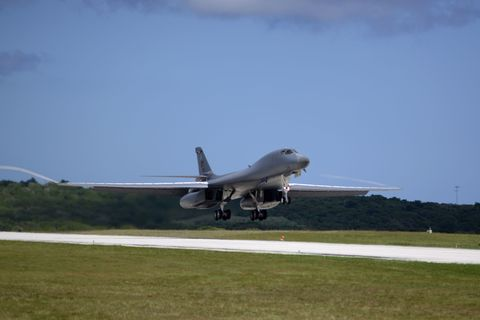 Airplane, Aircraft, Aviation, Vehicle, Takeoff, Air force, Flight, Military aircraft, Fighter aircraft, Rockwell b-1 lancer,
