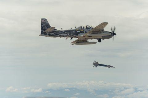 Airplane, Sky, Aircraft, Cloud, Aviation, Military aircraft, Flight, Propeller-driven aircraft, Propeller, Aircraft engine,
