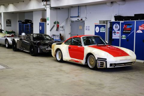<p>959 prototype and what could be a Carrera GT-based 918 Spyder mule.</p>