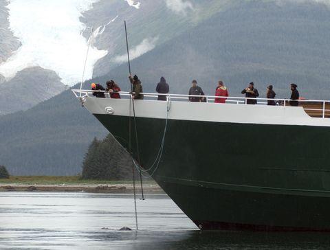 Boat, Watercraft, Naval architecture, Passenger, Travel, Mountain range, Ship, Hill station, Loch, Reservoir,