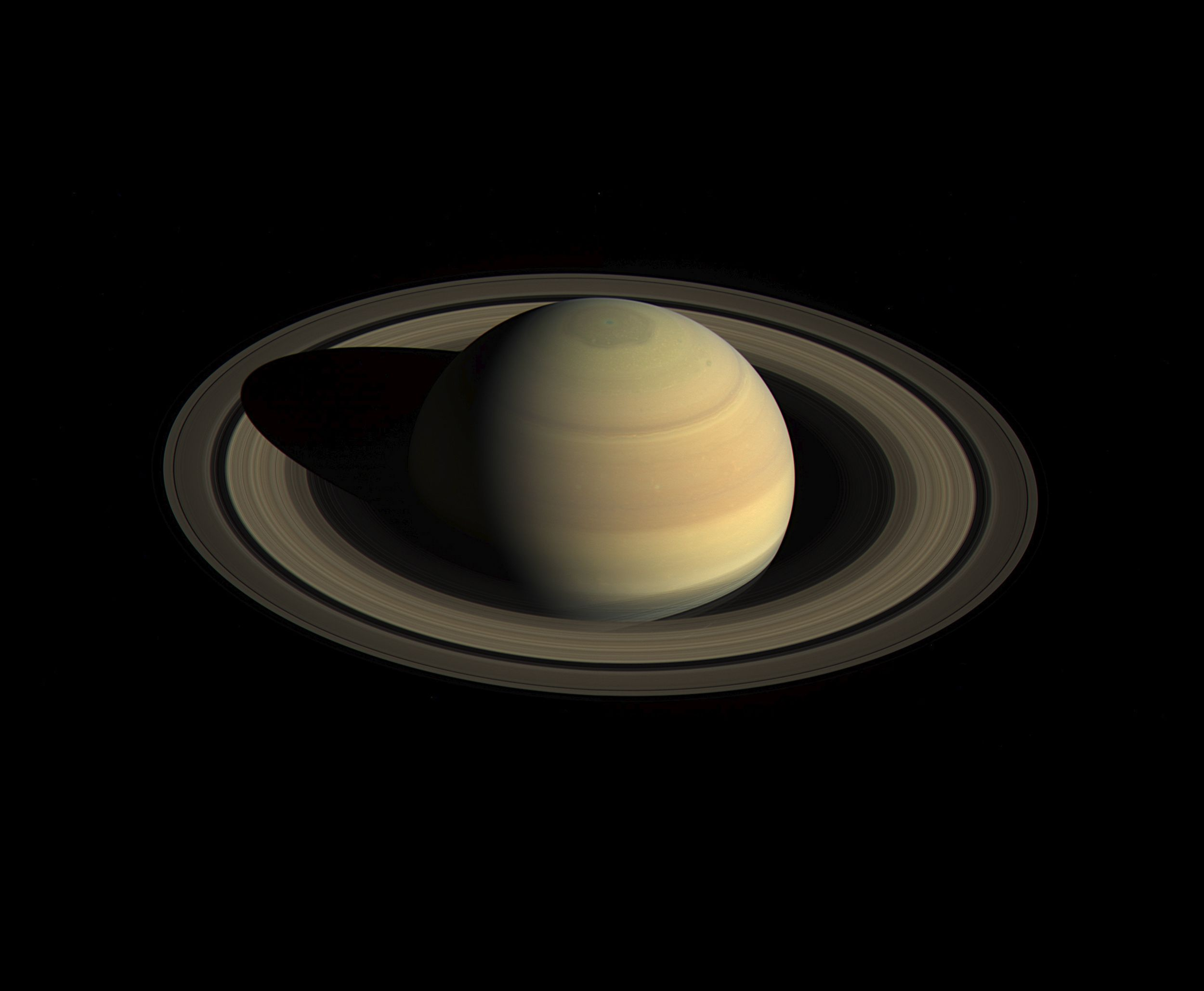 Cassini discovered a shower of ice and organic matter in the atmosphere of Saturn 30