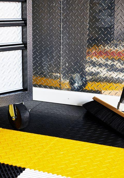 How to build a garage workspace diy garage reno diy garage upgrade solutioingenieria Image collections
