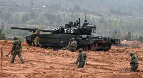 Combat vehicle, Tank, Military, Vehicle, Self-propelled artillery, Army, Military vehicle, Military organization, Soldier, Churchill tank,