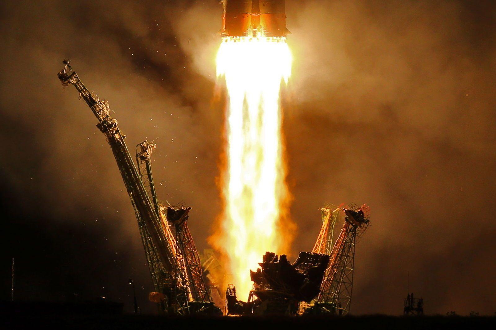 O foguete Soyuz-FG, um derivado de futuro distante do foguete R-7 original, decola no Cosmódromo de Baikonur, no Cazaquistão, em 13 de setembro de 2017.