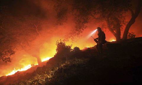 Heat, Fire, Wildfire, Flame, Geological phenomenon, Event, Firefighter, Sky, Night, Smoke,